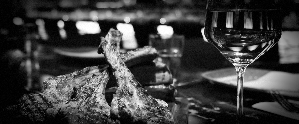 Grilled Rack of Lamb with Red Wine (Grayscale)